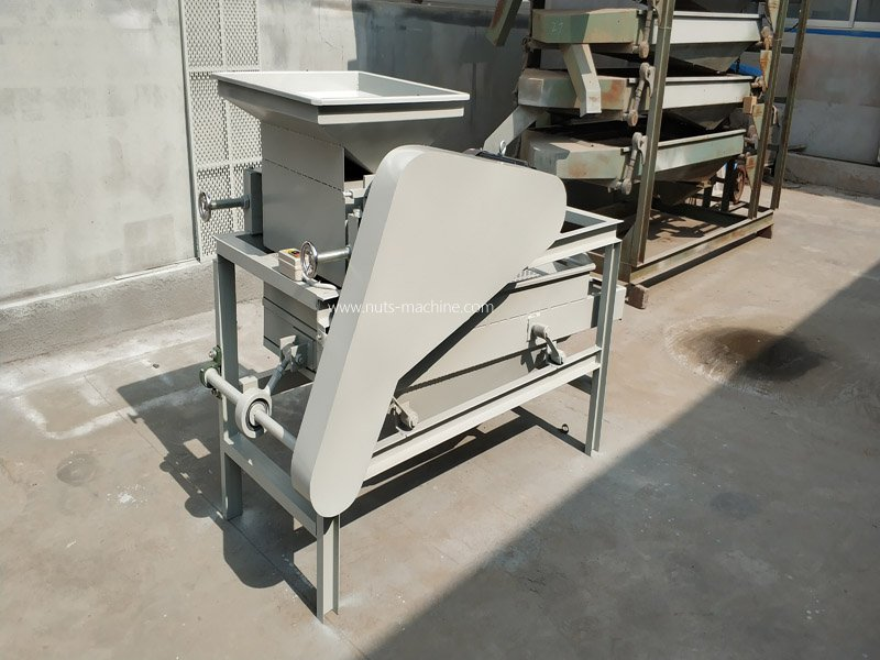 Almond shelling machine1